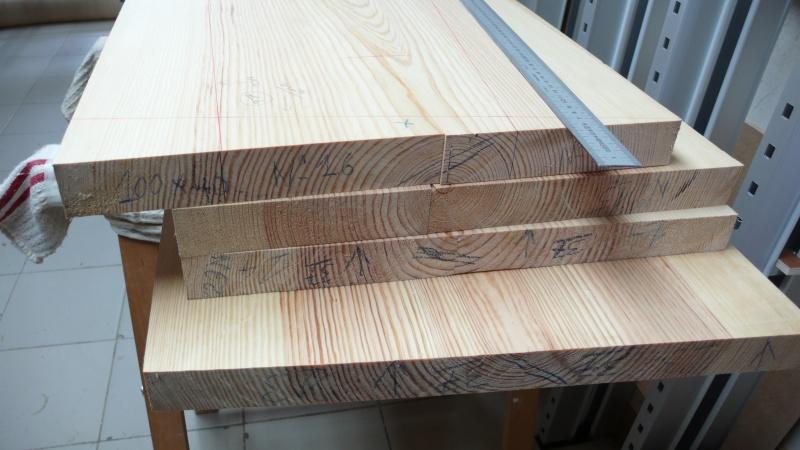 Escalier provisoire devenu définitif en pin sylvestre, à double balancements - Page 3 L1040722