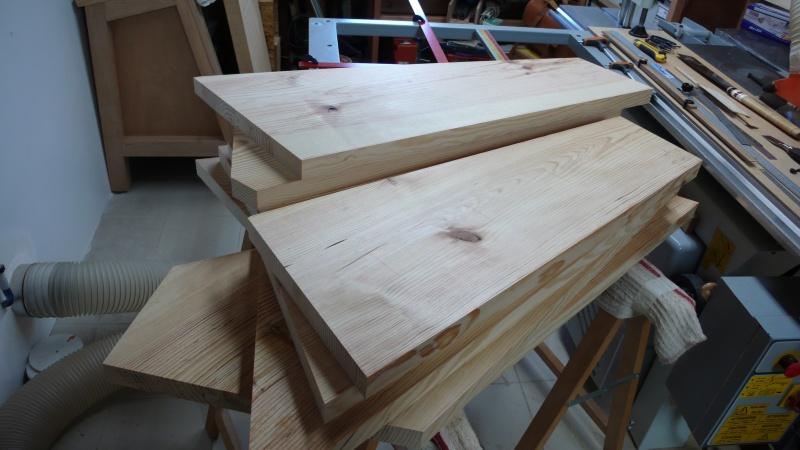 Escalier provisoire devenu définitif en pin sylvestre, à double balancements - Page 3 L1040724