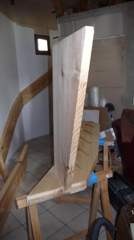 Escalier provisoire devenu définitif en pin sylvestre, à double balancements - Page 3 L1040728