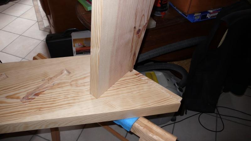 Escalier provisoire devenu définitif en pin sylvestre, à double balancements - Page 3 L1040732