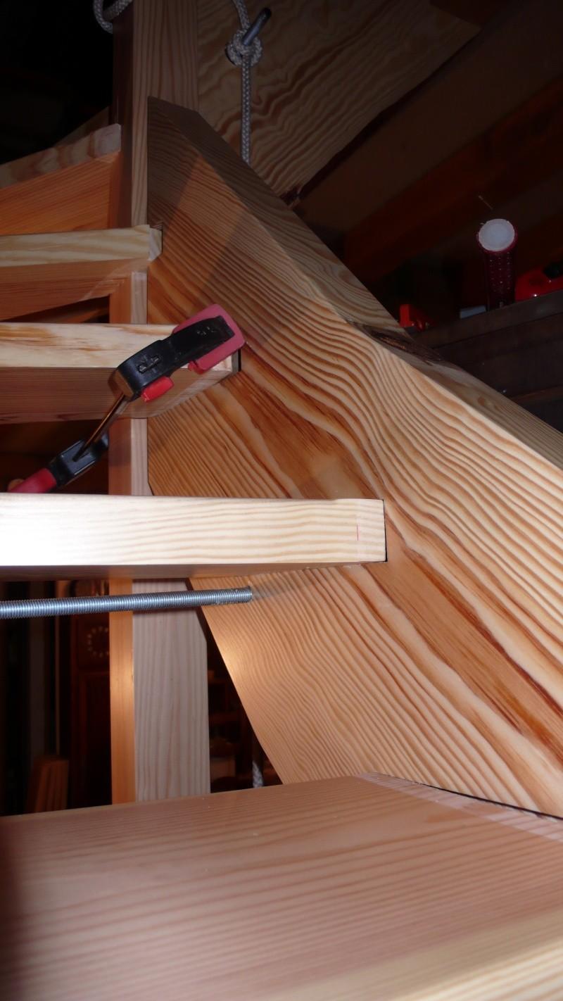 Escalier provisoire devenu définitif en pin sylvestre, à double balancements - Page 3 L1040773