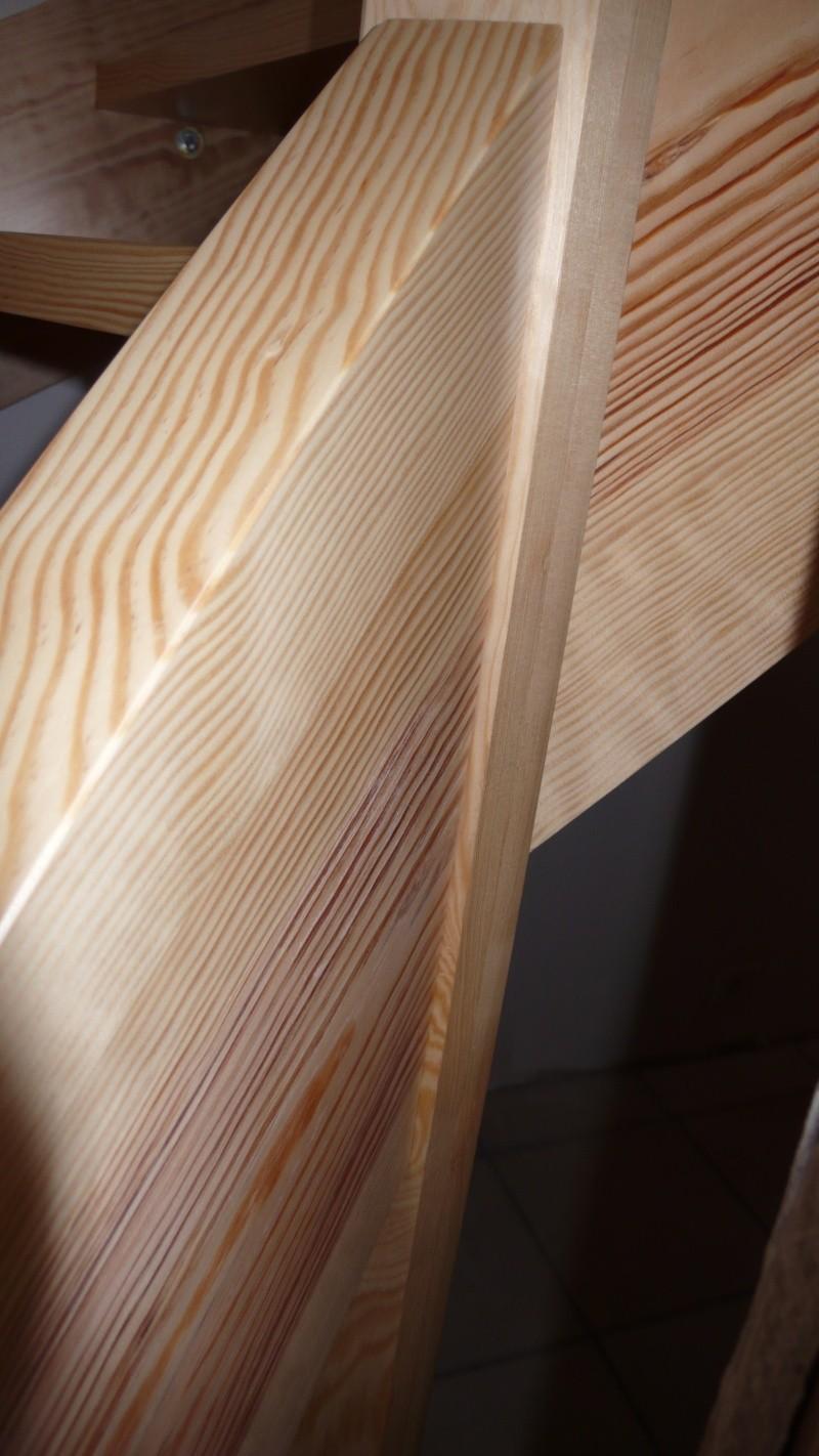 Escalier provisoire devenu définitif en pin sylvestre, à double balancements - Page 3 L1040777