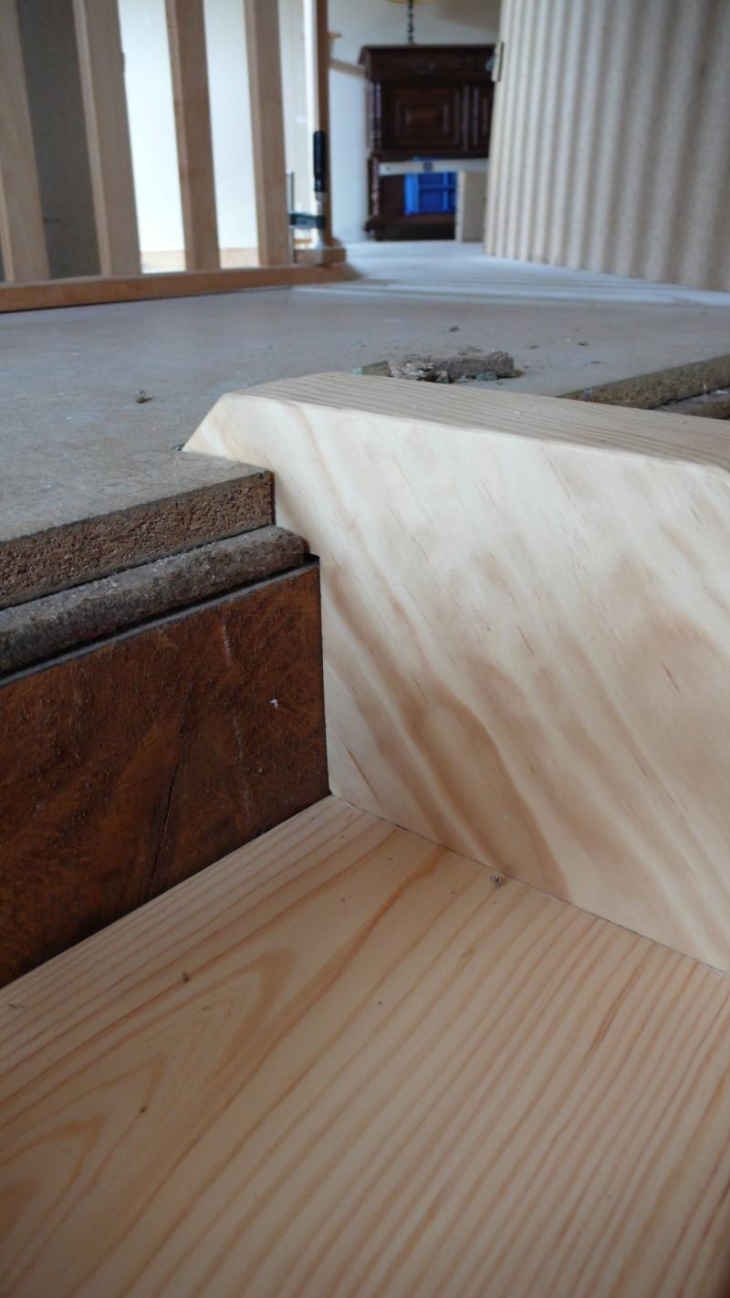 Escalier provisoire devenu définitif en pin sylvestre, à double balancements - Page 3 L1040778