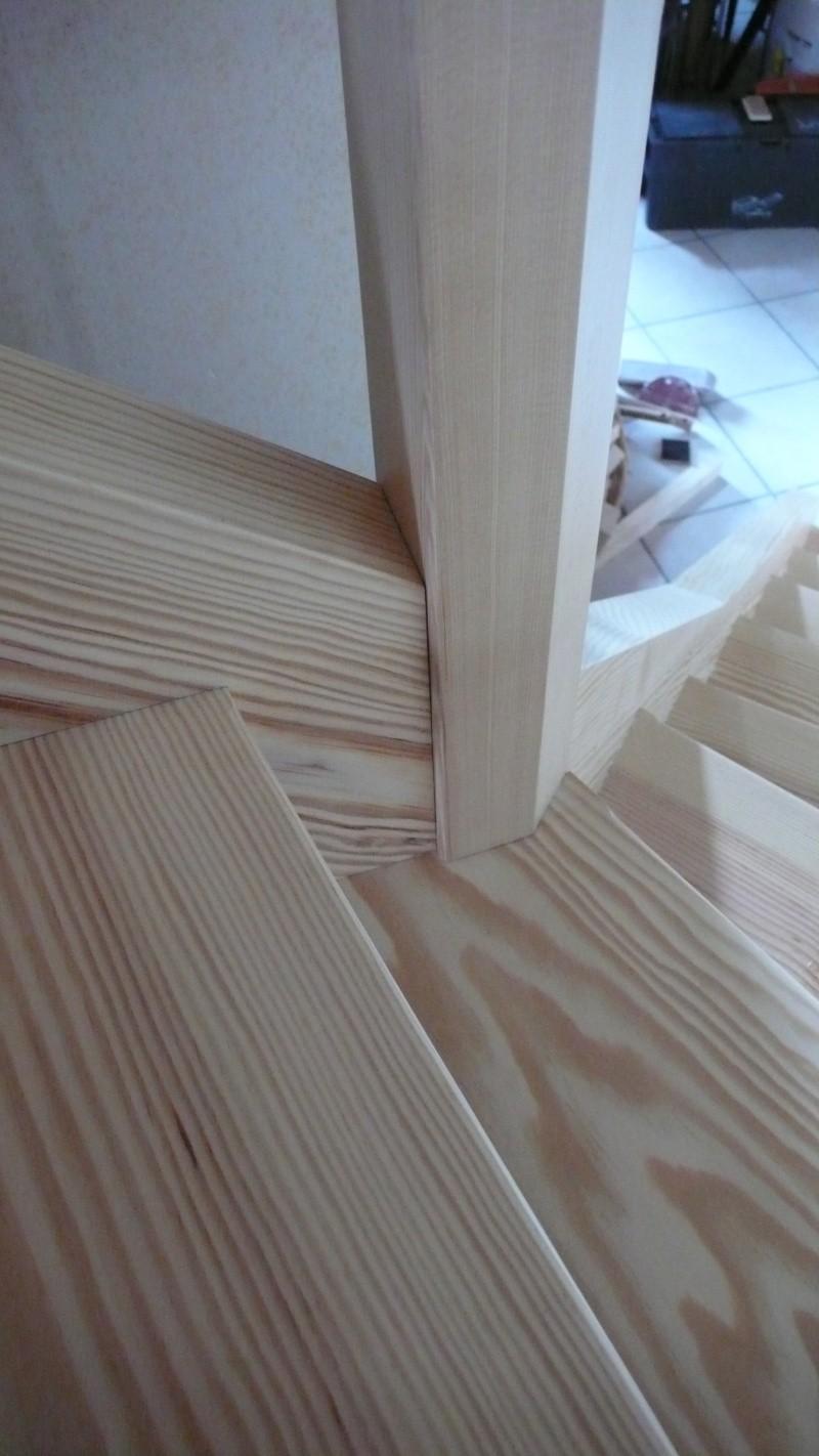 Escalier provisoire devenu définitif en pin sylvestre, à double balancements - Page 3 L1040781