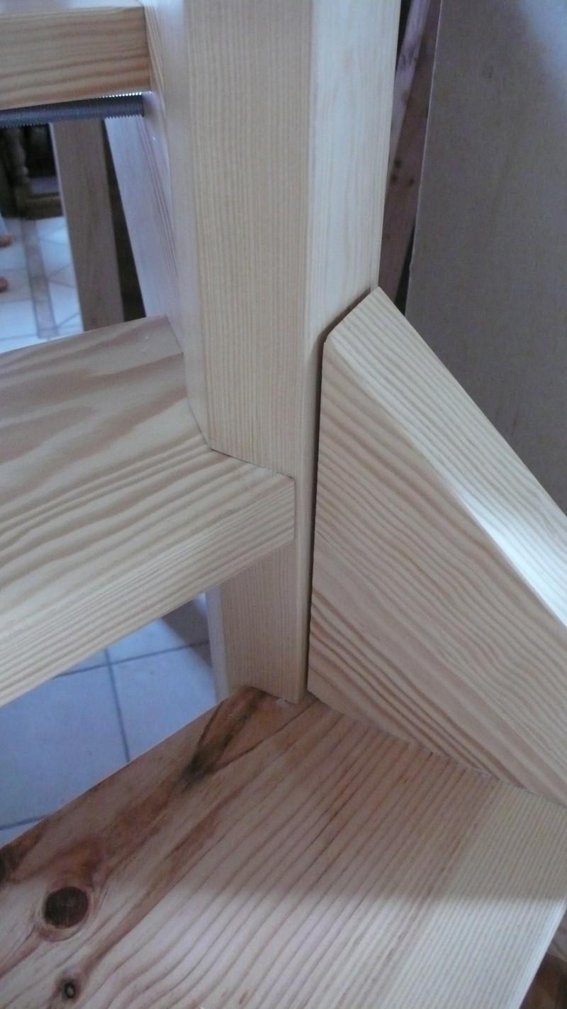 Escalier provisoire devenu définitif en pin sylvestre, à double balancements - Page 3 L1040783