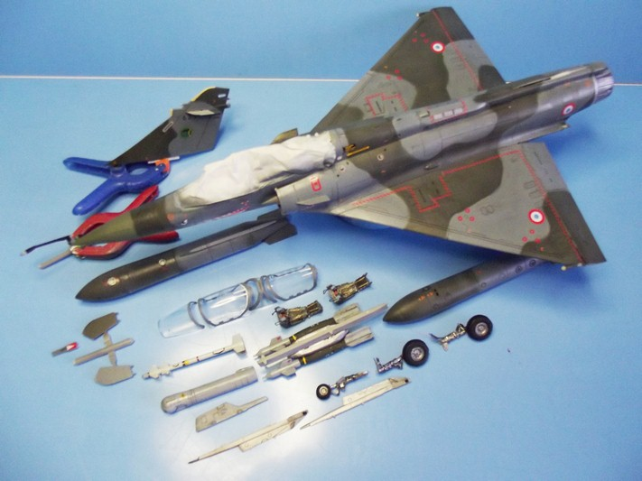 2000 1//48 Pylone d/'emport bi-bombes AUF2 pour Mirage F-1
