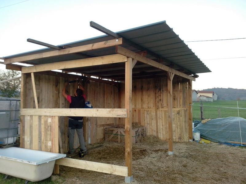 construire un abri dans un pré  2015-115