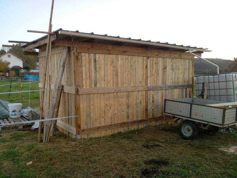 construire un abri dans un pré  2015-121