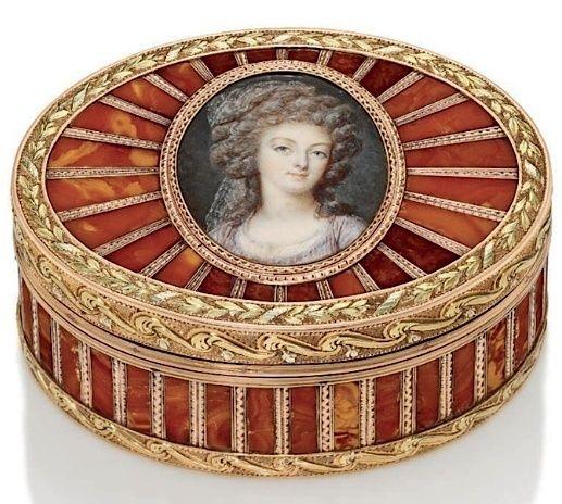Marie Antoinette, miniatures attribuées à ou d'après François Dumont - Page 2 Franyo11