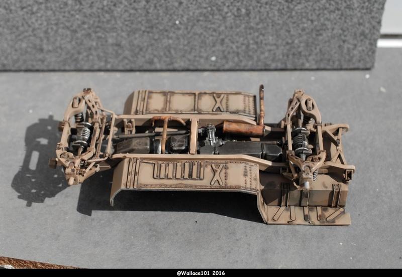 Hummer with M242 Bushmaster (Tamya 1/35, PANZER ART) pré-assemblage de la caisse Dsc_0530