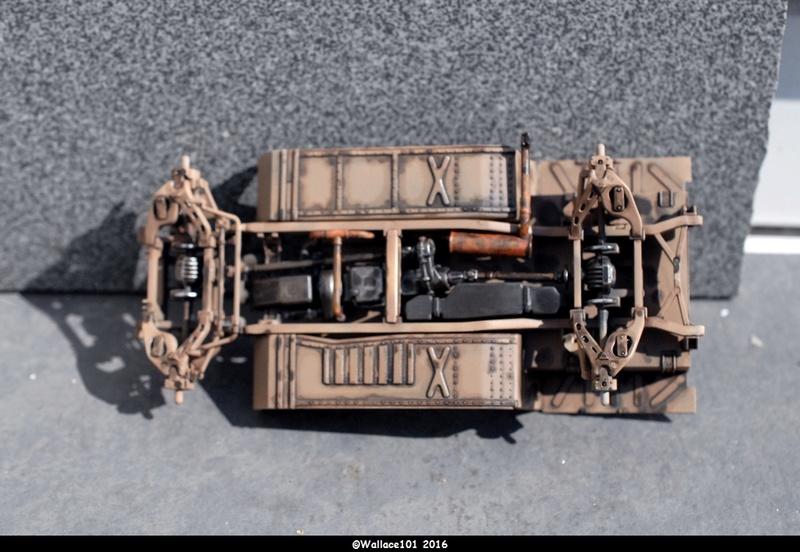 Hummer with M242 Bushmaster (Tamya 1/35, PANZER ART) pré-assemblage de la caisse Dsc_0531