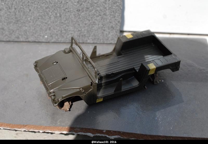 Hummer with M242 Bushmaster (Tamya 1/35, PANZER ART) pré-assemblage de la caisse Dsc_0534