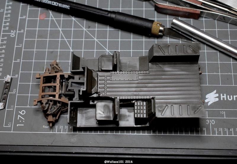 Hummer with M242 Bushmaster (Tamya 1/35, PANZER ART) pré-assemblage de la caisse Dsc_0539