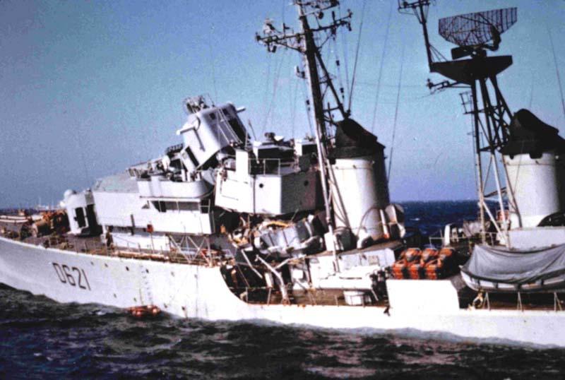 La fin de l'escorteur d'escadre SURCOUF 1/400 D621_s11