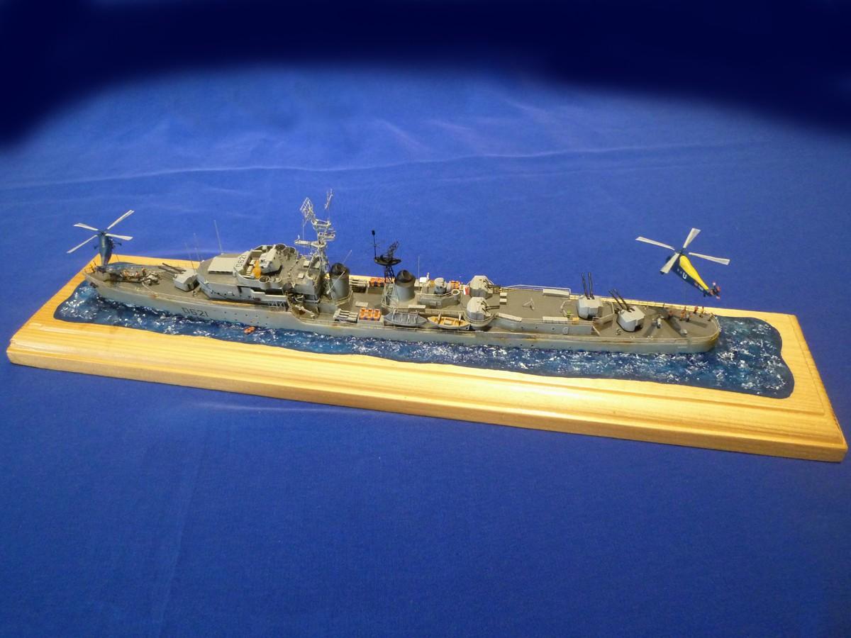 La fin de l'escorteur d'escadre SURCOUF 1/400 Surcou11