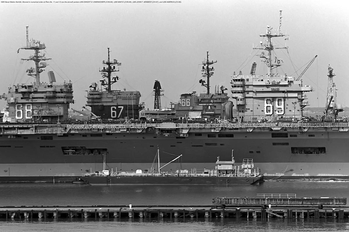 Porte-avions Américain Uh26u810
