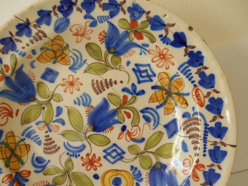 ID & Age help please 18th/19th? c. Tulip Delftware? Plate 32x4 cm Dscn0111