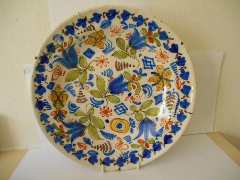 ID & Age help please 18th/19th? c. Tulip Delftware? Plate 32x4 cm Dscn0112