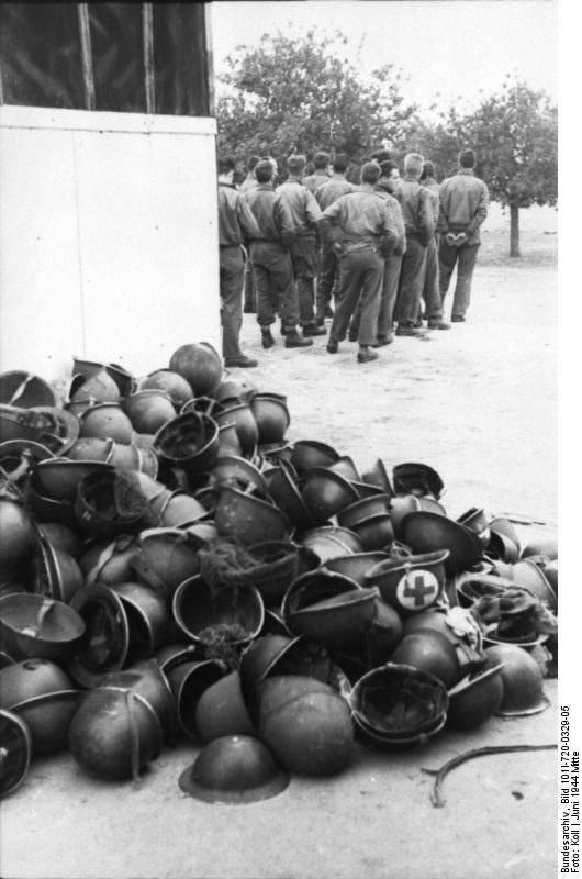 Les Images de la Seconde Guerre Mondiale - Page 16 13592410