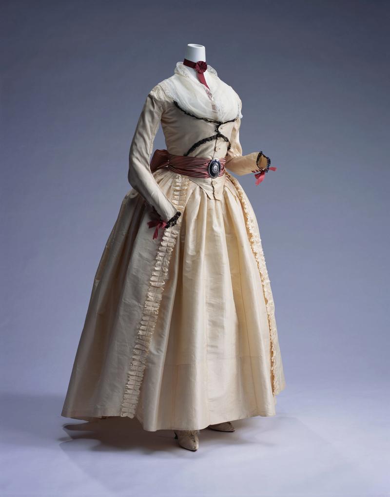 robes XVIIIe: styles, couleurs et matières  39_xl_10