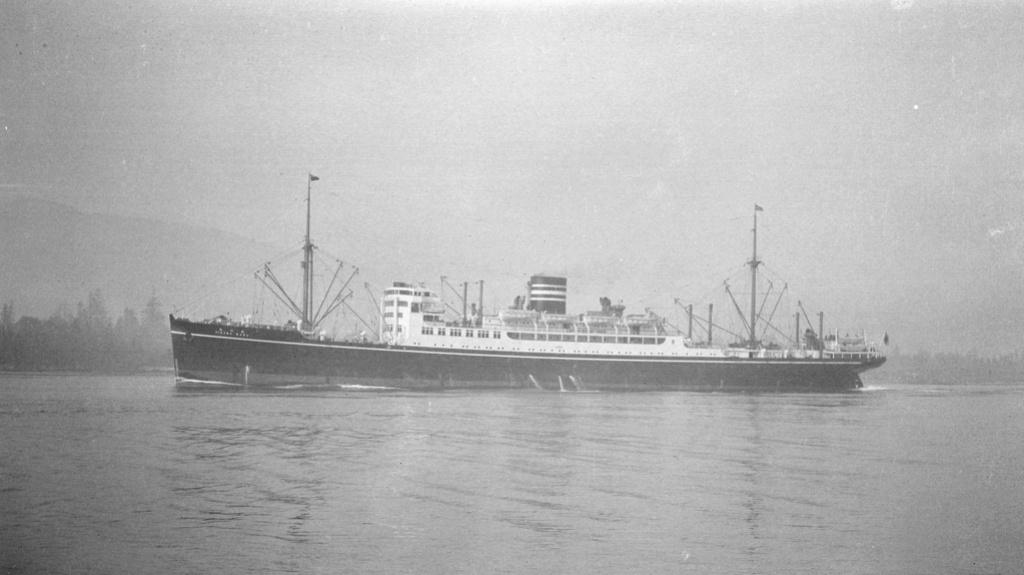 Paquebot mixte Hikawa Maru, pont bois, photo-découpe, Hasegawa 1/350. Hikawa12