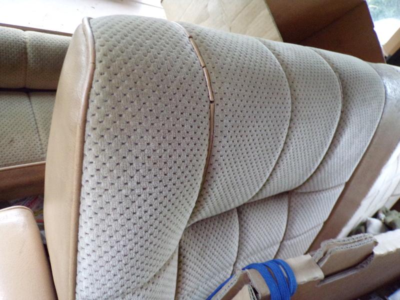 Recherche garniture beige de panneau S1 136_0711