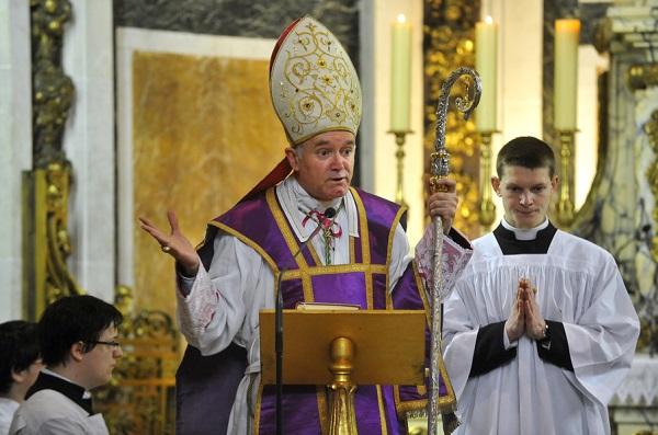 La Fraternité sacerdotale Saint-Pie X bientôt reconnue par Rome ? Mgr-fe10