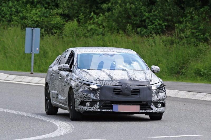 2016 - [Renault] Megane Sedan (LFF) - Page 3 Renaul11