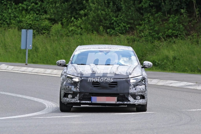2016 - [Renault] Megane Sedan (LFF) - Page 3 Renaul12