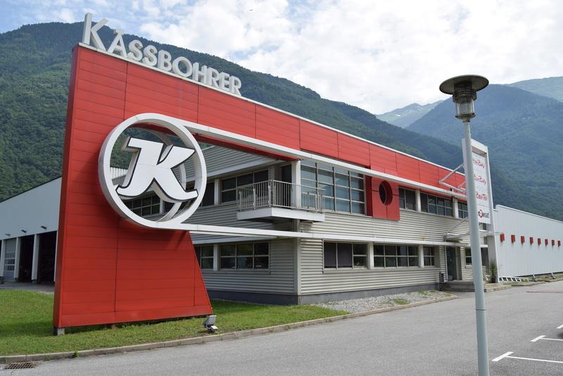Pistenbully à Tours en Savoie - Kässbohrer ESE Dsc_0444