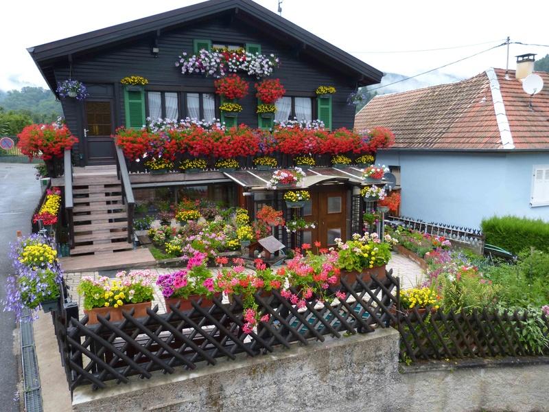 Maison fleurie Chalet10