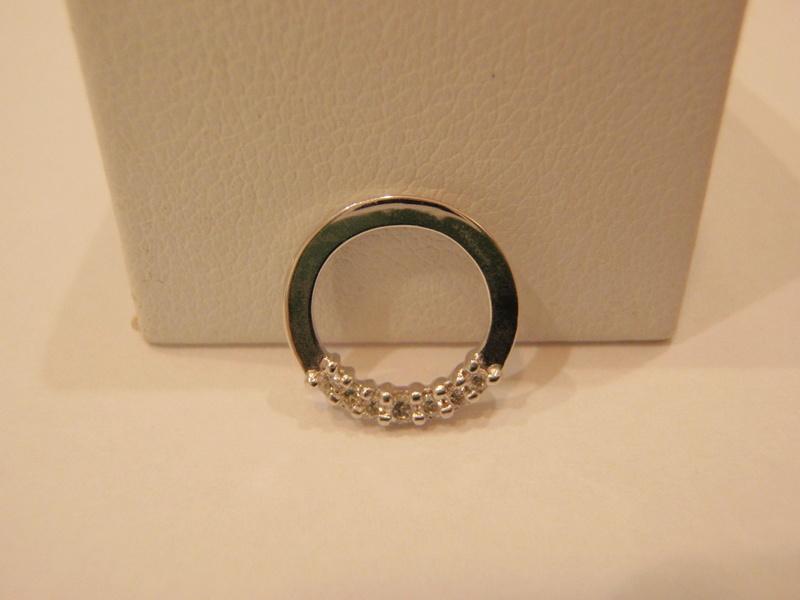 Pendentif or blanc 18 carats diamants P8090010