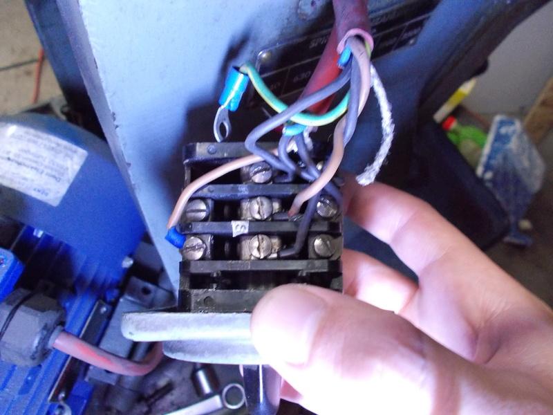 Inversion du sens de rotation d'un moteur 220V tri avec condensateur Dscn0214