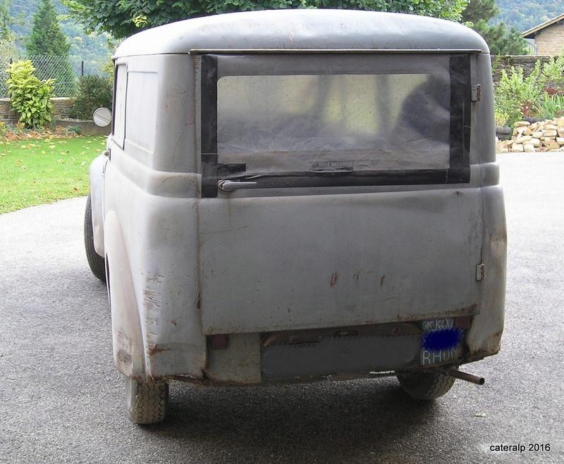 Mon montage à l'echelle 1 ,  Renault Juvaquatre 1954 - Page 2 Pa050010