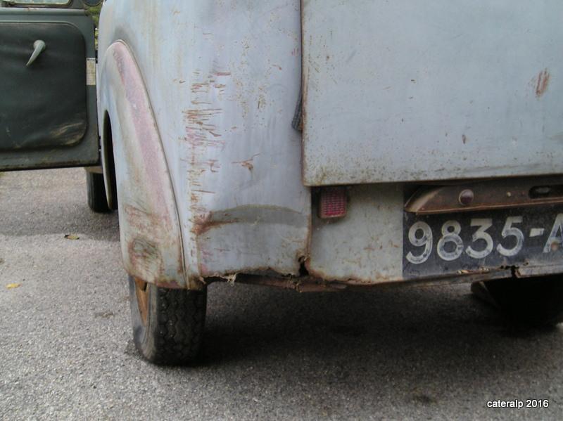 Mon montage à l'echelle 1 ,  Renault Juvaquatre 1954 - Page 2 Pa050011