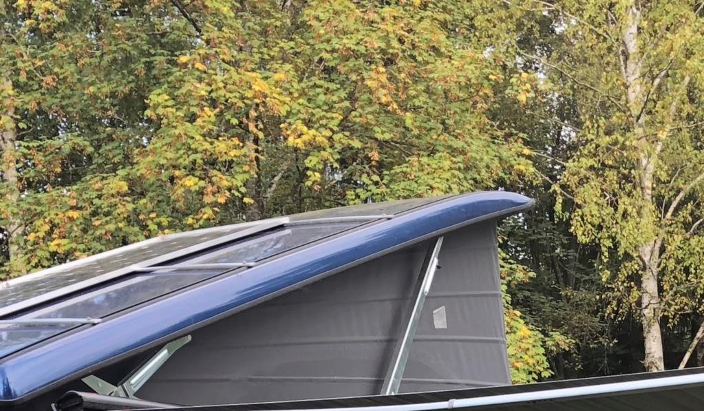 Lamelle de guidage toit ouvrant cassé nette ; référence des nouvelles pièces et le prix ! - Page 5 Img_0610
