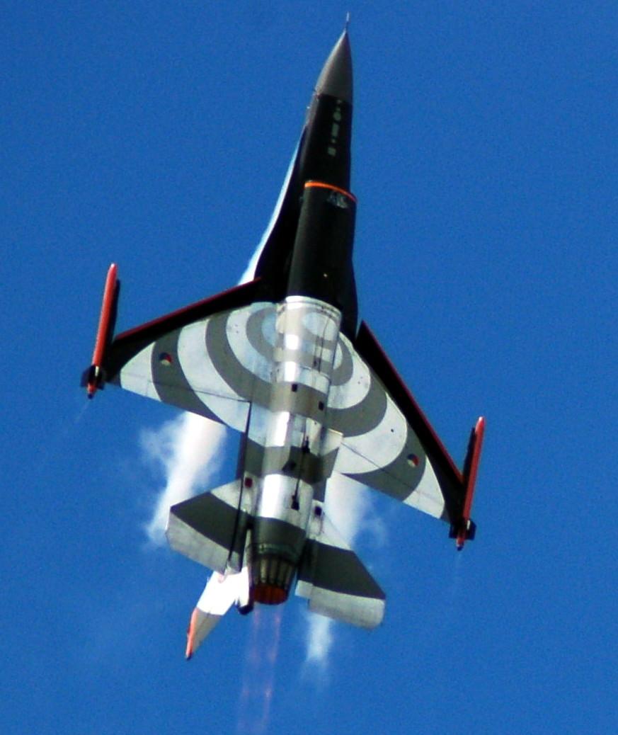 F16 sur piste Pic01910