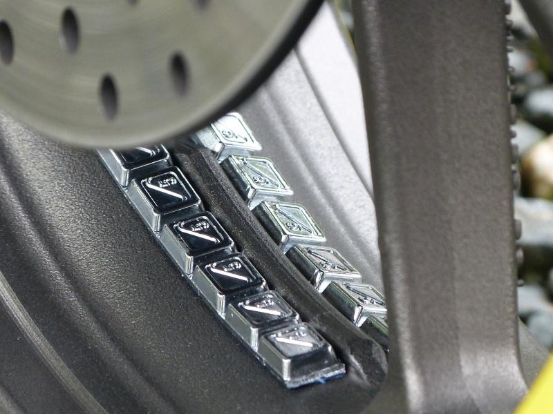 Question pneus équilibrage avec plomb - Page 2 P1030611