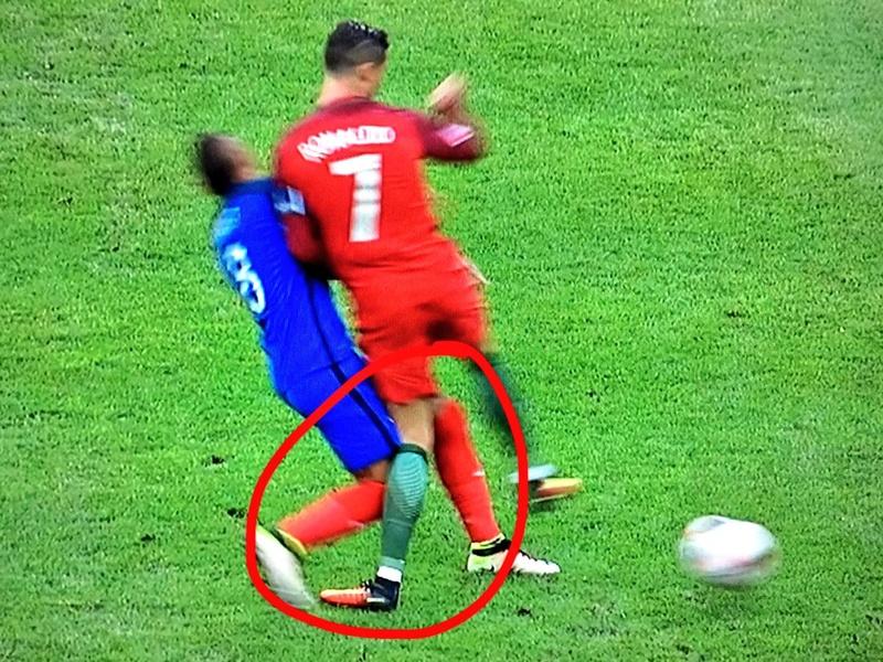 EURO 2016 Final: Portugal vs France - Page 4 Cnbvmg10