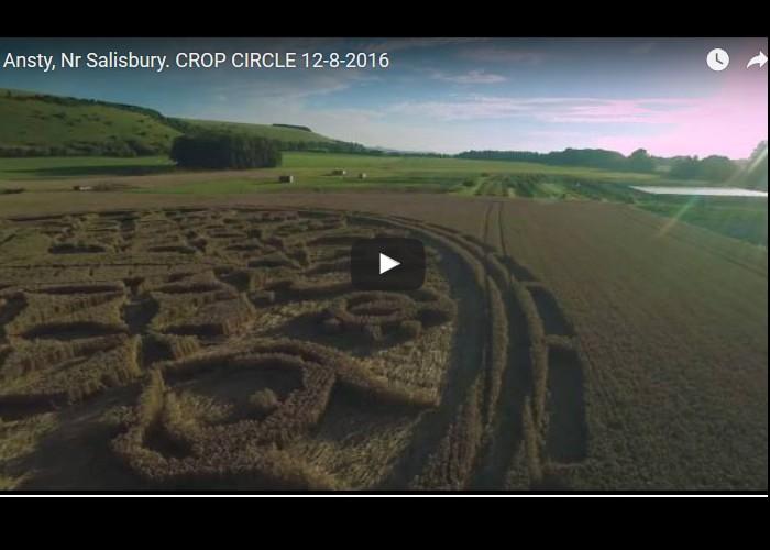 Un incroyable « crop circle » a fait son apparition à Ansty, près de Salisbury, dans le Wiltshire  Sans_553