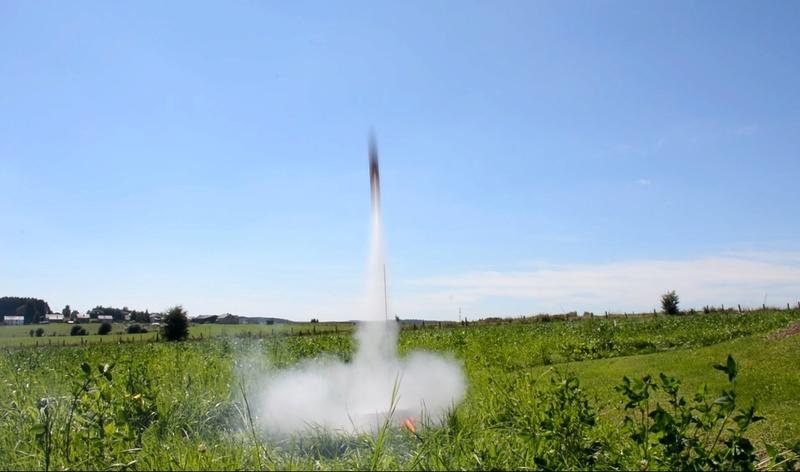 Fusée Cosmoschtroumpf dans les airs - Page 3 Partez10