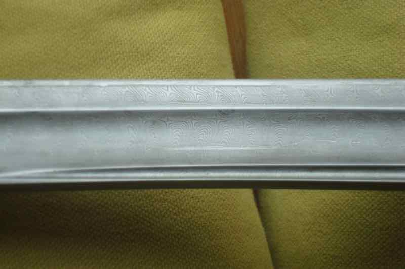 curieux sabre de KLINGENTHAL lame en damas Dsc09112