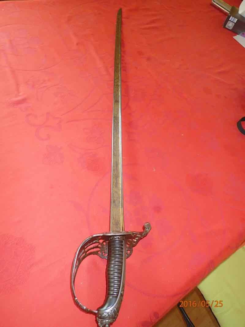 curieux sabre de KLINGENTHAL lame en damas P5250537