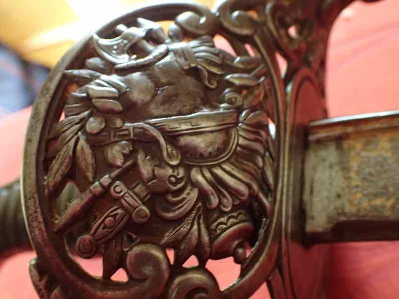 curieux sabre de KLINGENTHAL lame en damas P5250539