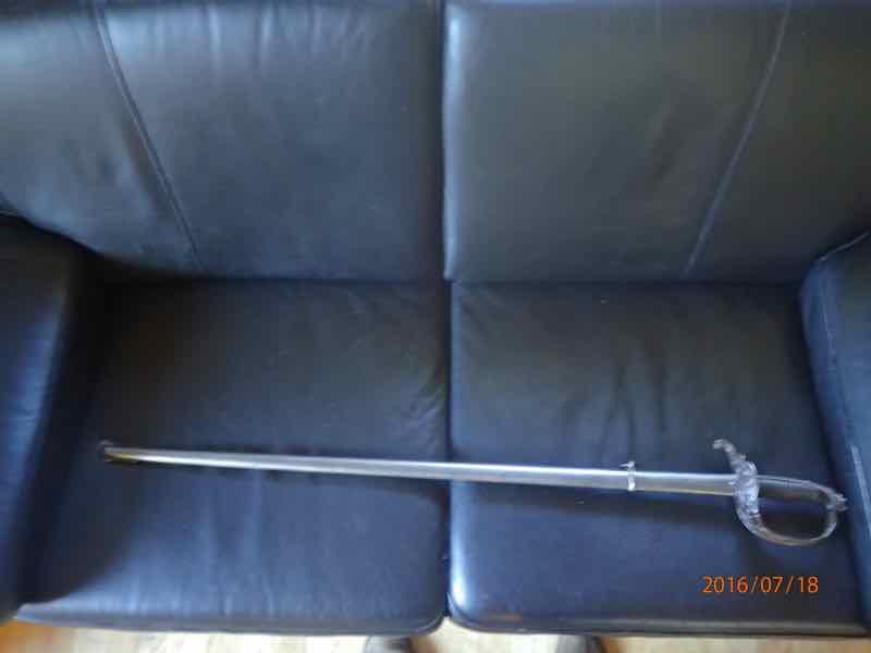 curieux sabre de KLINGENTHAL lame en damas P7180229