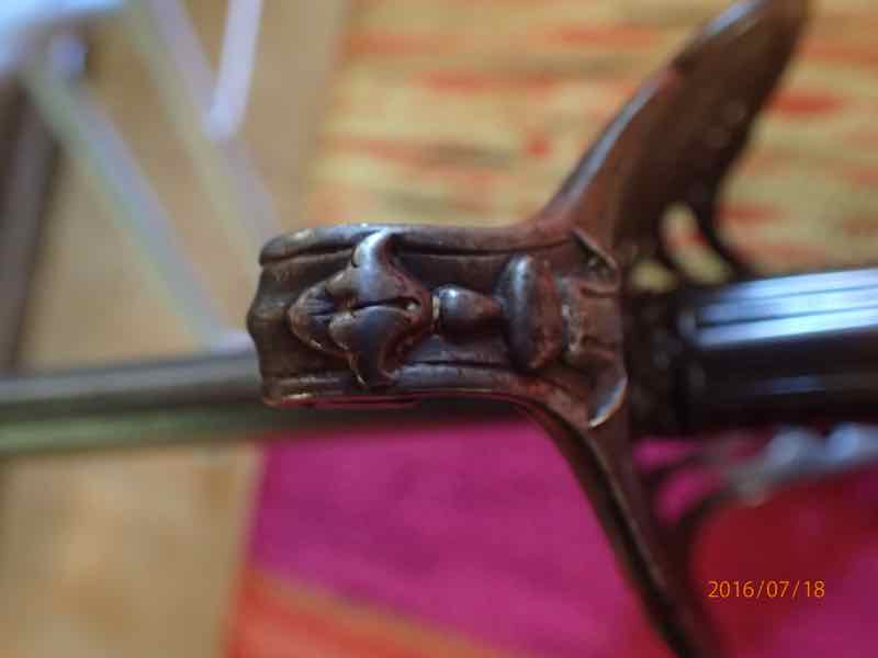 curieux sabre de KLINGENTHAL lame en damas P7180230
