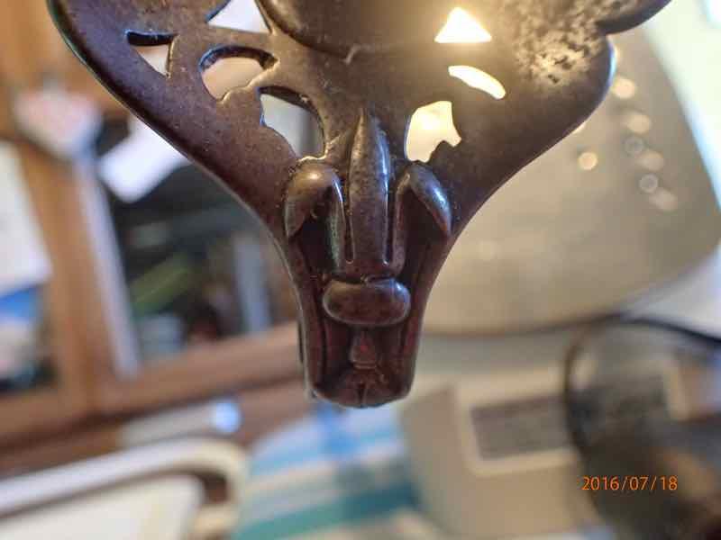 curieux sabre de KLINGENTHAL lame en damas P7180246