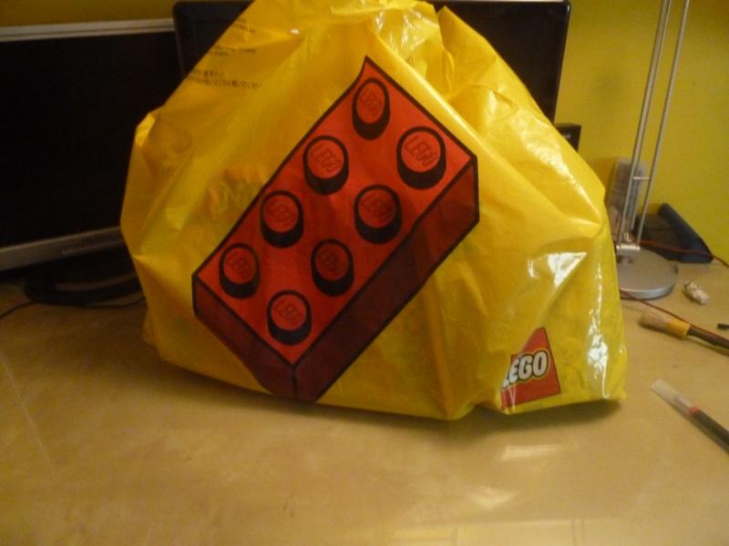[Blog] Tehuri : Modifications, Lego est devenu généreux, et wow cette chose est plus veille que moi. P1060610