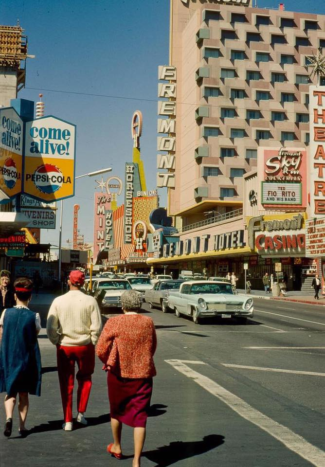Rues fifties et sixties avec autos - 1950's & 1960's streets with cars - Page 5 13502111