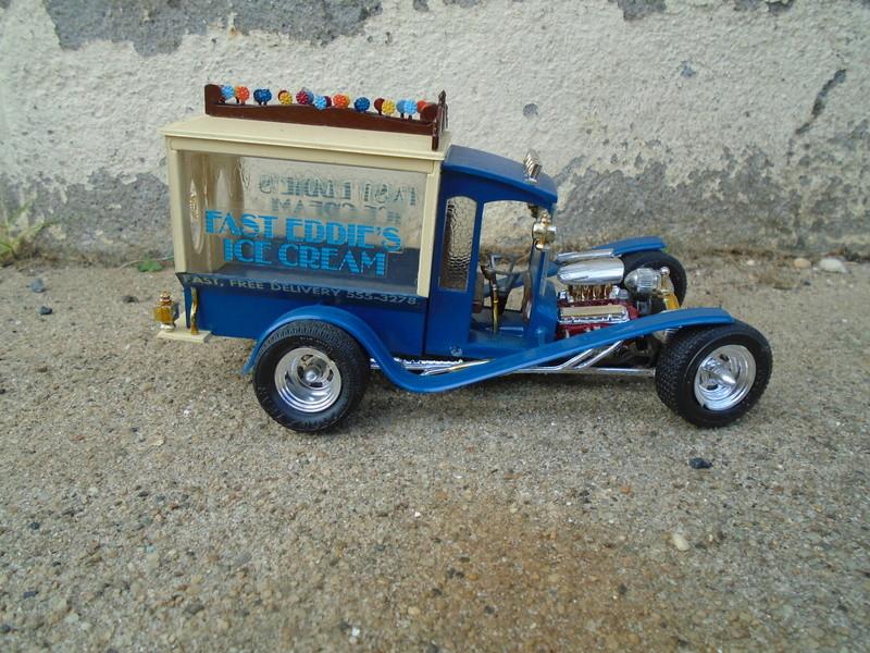Ice Cream Truck - Barris Show Rod - MPC Dsc04049